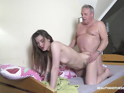 Beautiful youngster Nana Garnet gives experienced citizen a lively have sexual intercourse